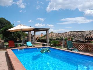 La vecchia torre a Giarre con piscina privata