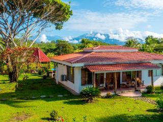 Tres Amigos Island Villas - Casa Amarilla, Parrita