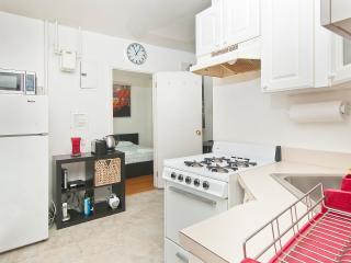UES 2 BR no Living Room 339#2E, New York City