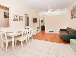 Beautiful 2 BR with Living room UES 81#5C