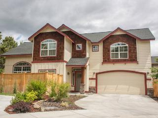 DISCOUNT BEAUTIFUL HOME 3 bd/2bth Near Downtown 30Ft. Ceilings Garage, Bend