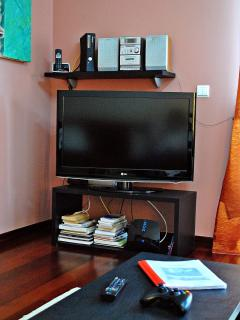 Lounge area with TV LCD, CD player, XBOX360, Phone