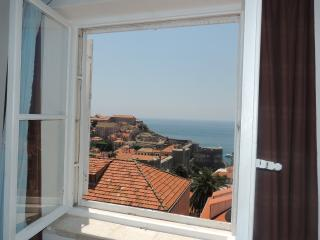 Apartment Sunshine - Two Bedroom Apartment with Sea View, Dubrovnik