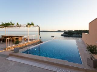Apartments Franceska -Two-Bedroom Apartment with Terrace and Sea View, Zaton