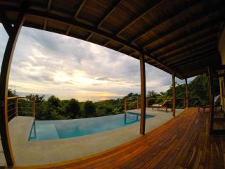 Luxury Villa w/ Breathtaking Views & Infinity Pool, Santa Teresa