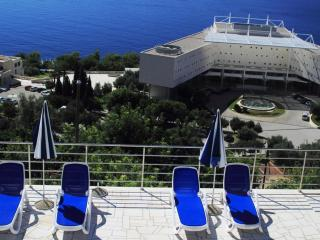Holiday Home Ivan - Five-Bedroom Holiday Home with Balcony and Sea View