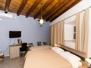 Rooms Cavtat Old Town - Triple Room with Sea View (Ground Floor)