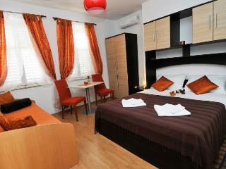 Villa Katarina - Triple Room with Sea View (First Floor), Dubrovnik