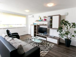 Apartments V Eleven- Comfort Two-Bedroom Apartment with Balcony, Mlini