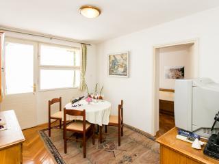 Apartment Evitta - Two-Bedroom Apt. with Balcony