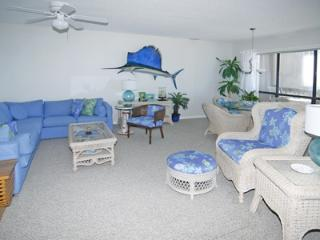 1114 Topsail Dunes - 3BR Oceanfront Condo in North Topsail Beach with Screened P