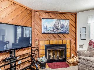 Ski all day and soak all evening in the shared hot tub & pool at this cozy condo, Brian Head
