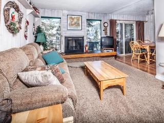 Comfy condo w/ beautiful mountain views beyond trees! Walk to Giant Steps lifts!, Brian Head