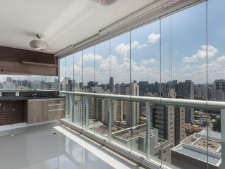 Sleek Studio Apartment in Vila Olimpia, São Paulo