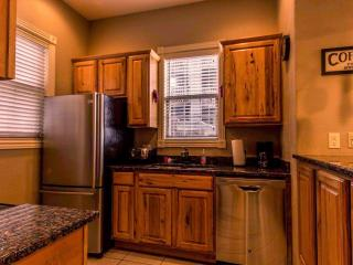 Condo | Jetted Tub | Fireplace | Pool | Hot Tub | Close to Silver Dollar City (3110601), Branson
