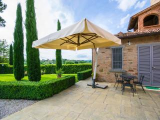 Large Villa with Three Separate Apartments Near a Village - Villa le Rondini, Foiano Della Chiana