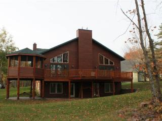 Located at Base of Powderhorn Mtn in the Western Upper Peninsula, Large Trailside Home with Multpile Hot Tubs & Grand Room Facing the Slopes, Bessemer