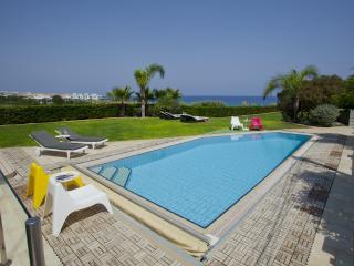 Villa Kerri 'Located on Sea Front'