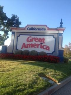 Slechts 7 mijl of een korte Light Rail naar California's Great Amerika Amusement Park ride