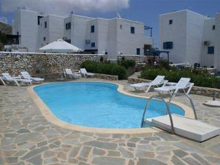 San Villa-Greek villa close to beaches, Paros