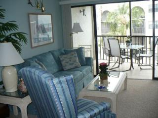 SUPER NICE CONDO -Lovely Garden views await from the balcony, Isla Marco