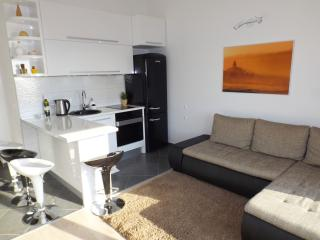 New Modern Apt For 4 In Center Of The City!!!, Makarska