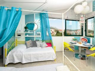 GLAMOROUS apartment for 3 near the beach!!!, Makarska