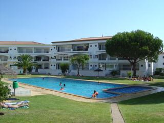 Pinhal de Golfe beautiful sun filled apartment, Vilamoura