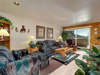 Upper Kingsbury Condo with Lake Views and Hot Tub (UK33), Stateline