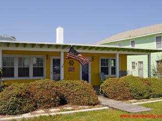 Quaint Duplex Across Street From Beach - Old Salt North