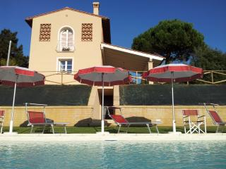CASA BIANCA ind house,private fenced garden & pool, Montopoli in Val d'Arno
