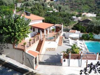 VILLASICILIANA! Typical Sicilian Villa with wonderful private Pool! All for You!