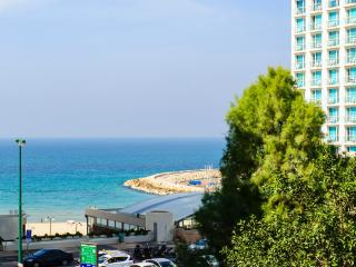 Full Beach View! Large Sun Terrace, Parking!, Tel Aviv