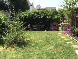Cozy BK home with HUGE private yard, Brooklyn
