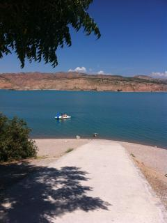Lakeside beach with bar & pedalos for hire-3km drive away.