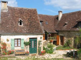 Les Gites Fleuris Wisteria - maison périgourdine, Hautefort