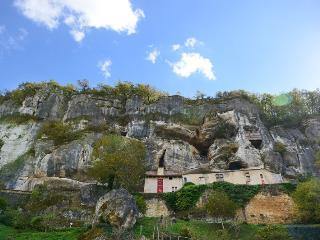 Le Manoir des Granges - amazing views, private pool, wlk to bakery & restaurant