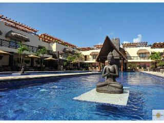 Full Renovate few steps from Mamitas Beach- Beautiful Condo with Private Pool, Playa del Carmen