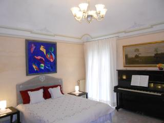 BEAUTYFUL GARDEN APARTMENT- HISTORIC PISA-  WI-FI, Pisa