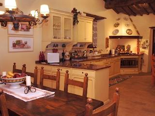 Spacious and well equipped kitchen and dining room