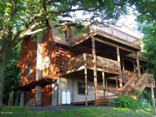 Large Home in the Beautiful Poconos-Resort Access!, Honesdale
