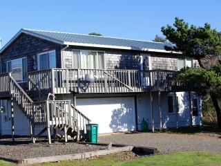 Large Rockaway Beach Home, Steps to the Beach