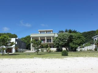 Pandanus Beach House. Absolute Beacfront., Port Vila