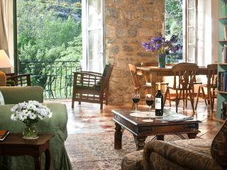 Holidays Lagrasse, Riverside house Balcony gite