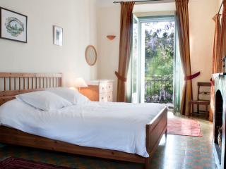 Main bedroom 160x190 open to the balcony