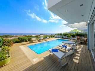 Villa Balsa, Luxury Sea Front Villa with Pool, Protaras