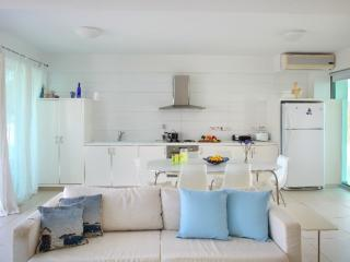 Book Instantly! 4 BR Architects House, Famagusta