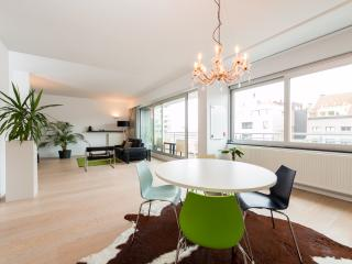 Modern apartment (4 persons) in trendy old harbour area Antwerp