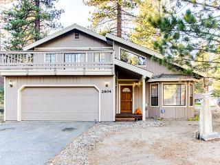 Cozy getaway for 10 near Heavenly Mountain Resort!, South Lake Tahoe