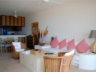 Bunga Bunga - Living and dining area - Puerto Morelos vacation rentals